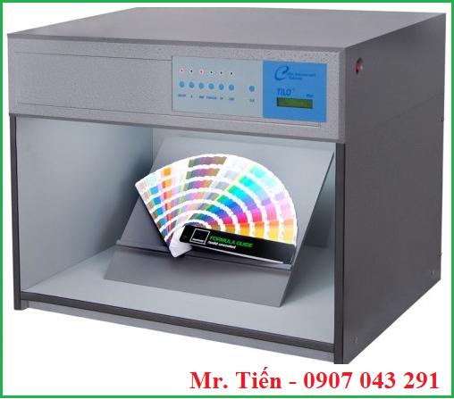 Tấm nghiêng giữ mẫu 45 độ trong tủ so màu hãng Tilo